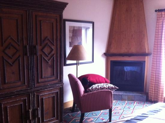 The Edgewater, A Noble House Hotel: fireplace