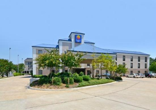 Comfort Inn: Easy Access & Visibility from Pearson Road