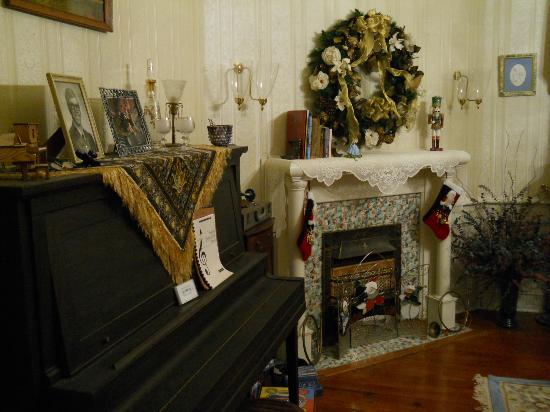 Elloree Bed and Breakfast: Music Room