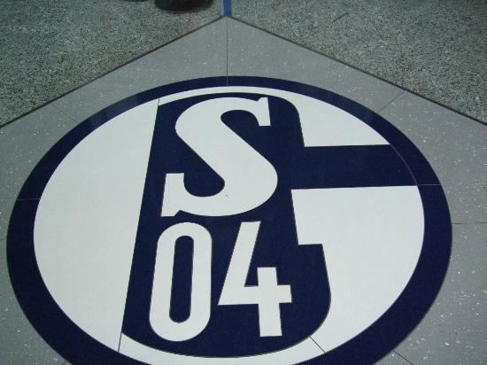 Veltins Arena : ギルゼンキルヘンのG と シャルケのS