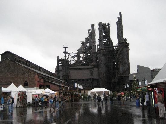 Christkindlmarkt: steel stacks