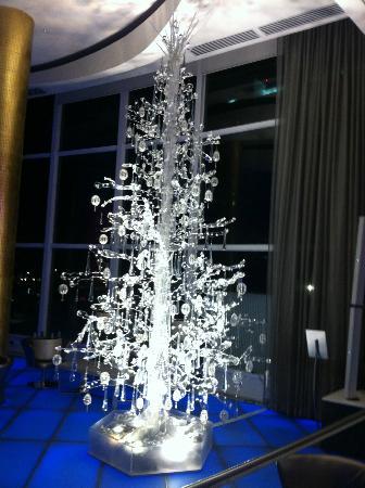 fontainebleau miami beach elegant holiday decorations