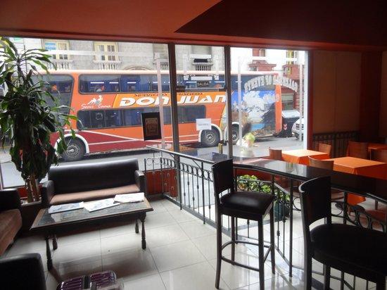 BA Central Hotel: Lobby e restaurante do café da manhã
