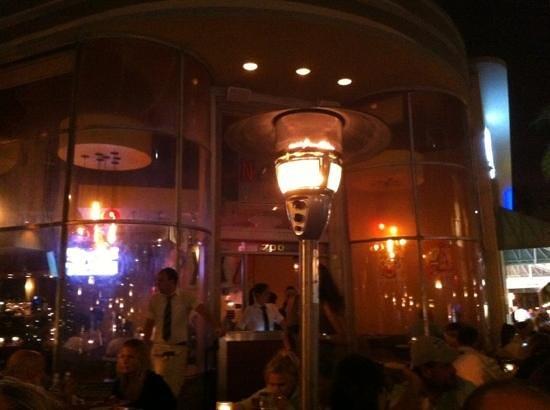 Nexxt Cafe: esterno di sera