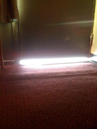 Diamondhead Inn & Suites : Gap under entry door that a mouse could fit under!