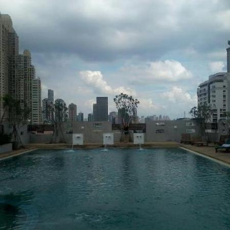 Sathorn Grace Serviced Residence: Rooftop pool.