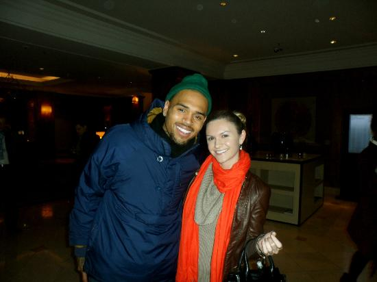 The Westin Grand Berlin: Me w Chris Brown in the Lobby