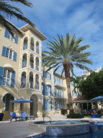 Villa Renaissance: hotel from the pool