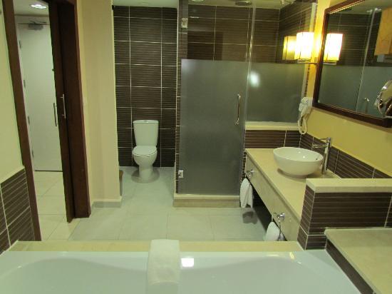 Salle de bain picture of royalton cayo santa maria cayo for Salle de bain hotel