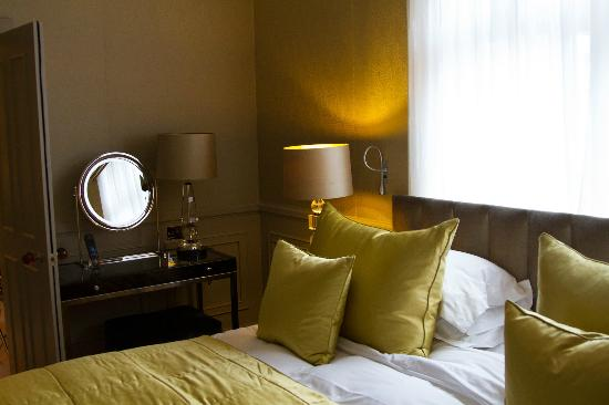 St. James's Hotel and Club: suite