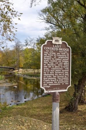 Cedarburg Covered Bridge : this sign says it all