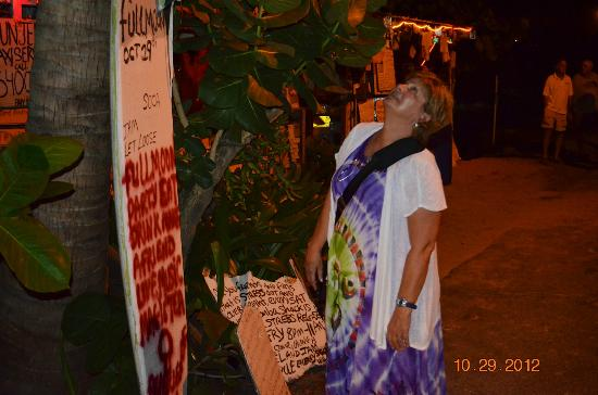 Bomba's Shack : Just reading one of many home made signs
