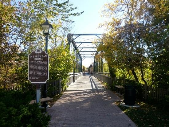 Cedarburg, WI: scenic bridge on trail in city center