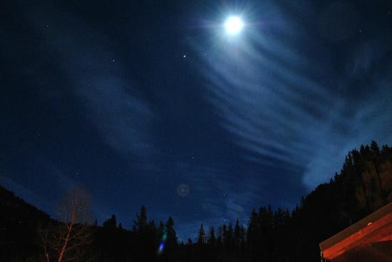 Spearfish Canyon Lodge: view from hot tub at night