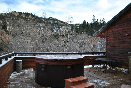 Spearfish Canyon Lodge: daytime pic of hot tub deck