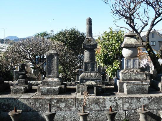 Daikyuji Temple: 墓石