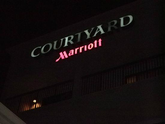 Courtyard by Marriott Chicago St. Charles: Exterior