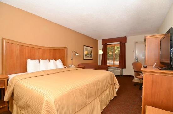 Quality Inn Chapel Hill: King Bedroom