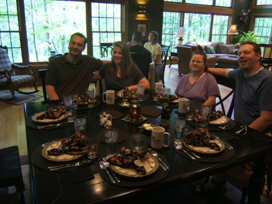 Woodland Trails Bed and Breakfast : Beautiful breakfast service with friends