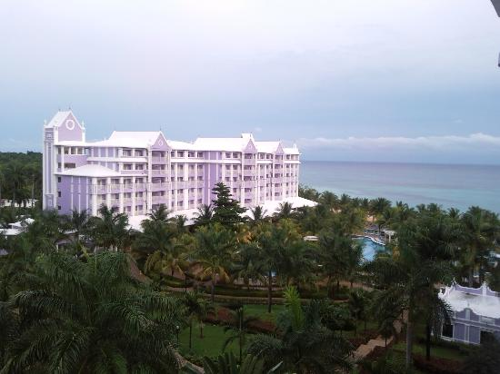 Hotel Riu Ocho Rios: The view of the second phase of the Riu from my room which was located on the 3rd phase
