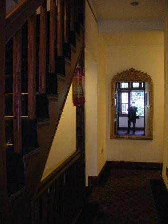 Clarkes Hotel: starecase