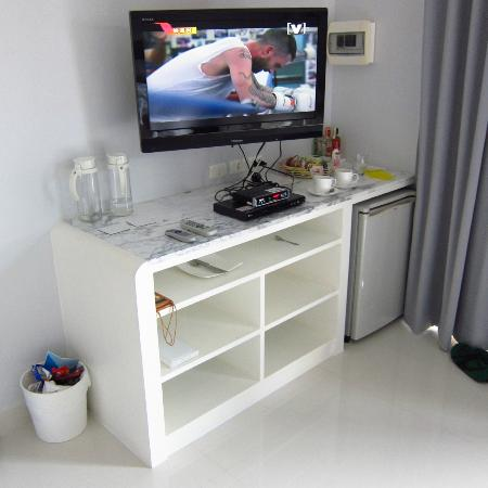 Cloud19 Beach Retreat: TV area