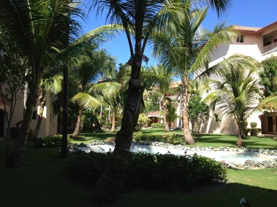 Majestic Colonial Punta Cana: inside gardens by the room entrances