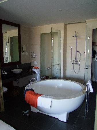 Hilton Sanya Yalong Bay Resort & Spa: Hilton Sanya Club Room bath room