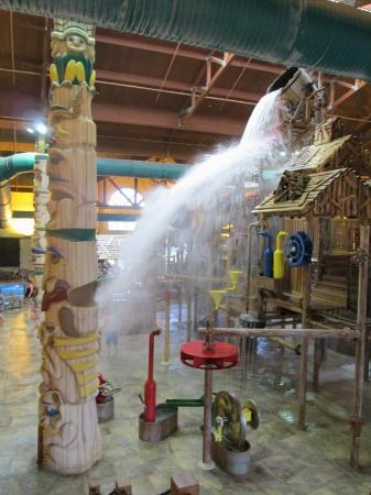 Great Wolf Lodge: The big bucket!