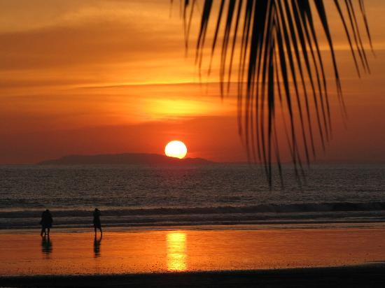 Beach Break Resort : sunset from resort