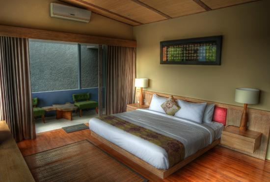 The Grove Bumbak: Bedroom