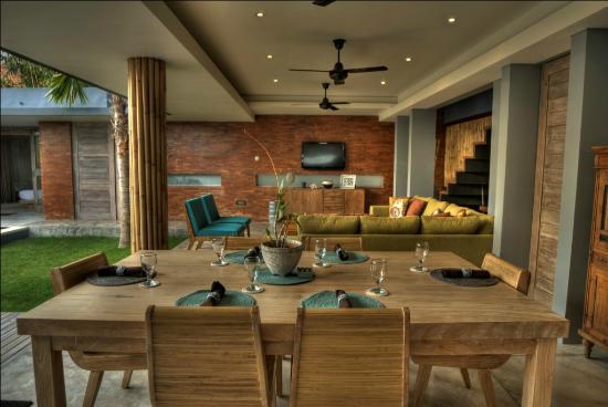 The Grove Bumbak: Dinning room