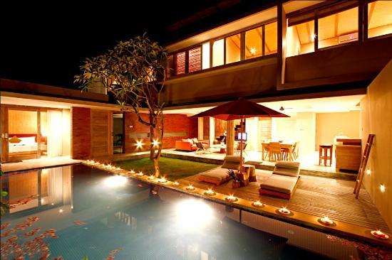The Grove Bumbak: Villa night view