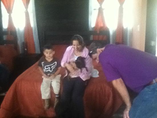 Hotel Alto Palomo: Mis hijos y Ronald un amigo que nos visito.