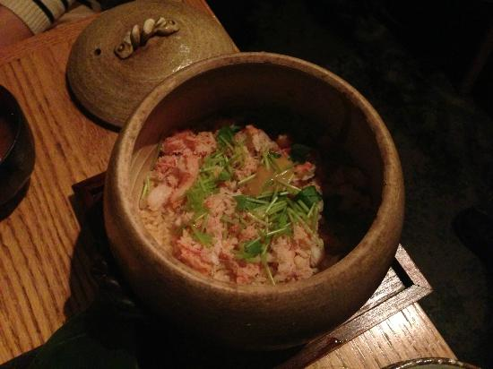 Sakagura : Today's special - steamed rice with crab in a stone pot