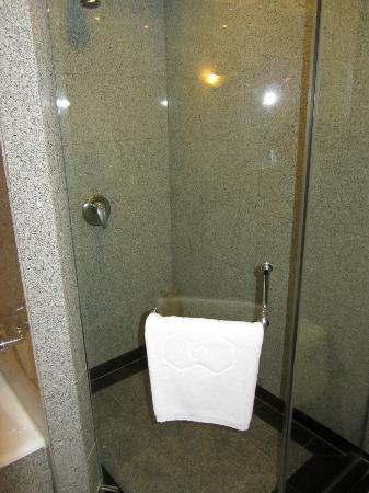 Capital Hotel Beijing: Bathroom