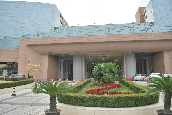 Shanghai Marriott Hotel Hongqiao: Entrance to the Hotel