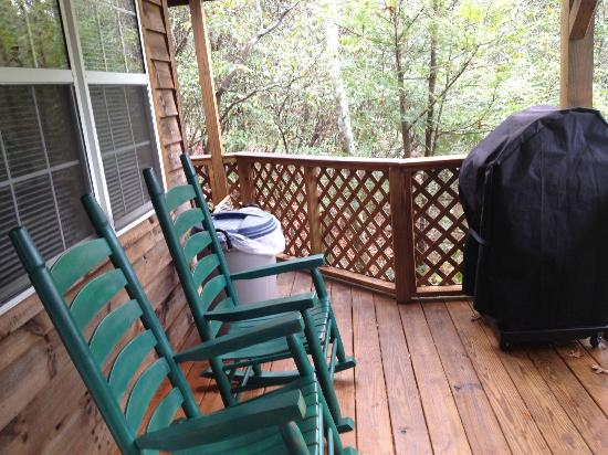 Cabins at Seven Foxes: porch