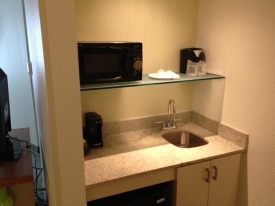 SpringHill Suites Fairfax Fair Oaks : 2 sinks in room. this one near business area