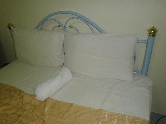 Baan Rom Mai: old granny bed