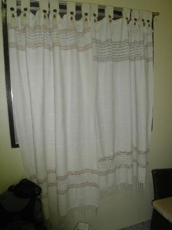 Baan Rom Mai: curtains didn't quite match
