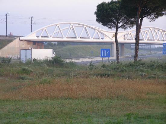 Girona Aeropuerto : vue face a l'hotel