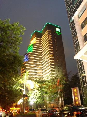 Crystal Orange Hotel Guangzhou Taojin: Night photo of Hotel