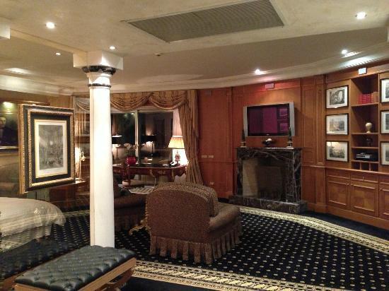 Rome Cavalieri, Waldorf Astoria Hotels & Resorts: Living Room