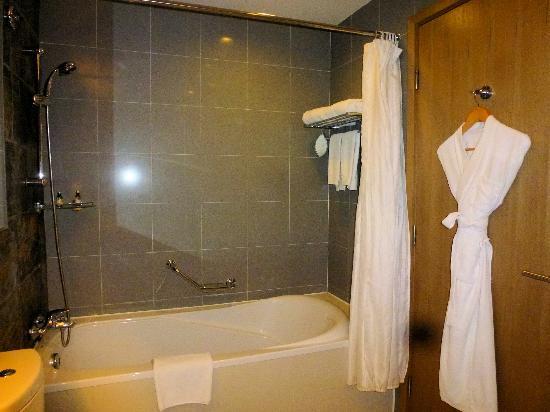 Somerset Jiefangbei Chongqing: バスルーム