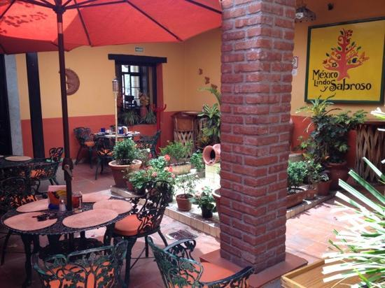 Mexico Lindo y Sabroso: the courtyard