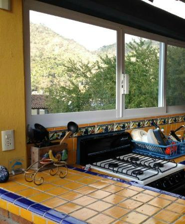 Casa Irma y Angel: Part of the outdoor kitchen.