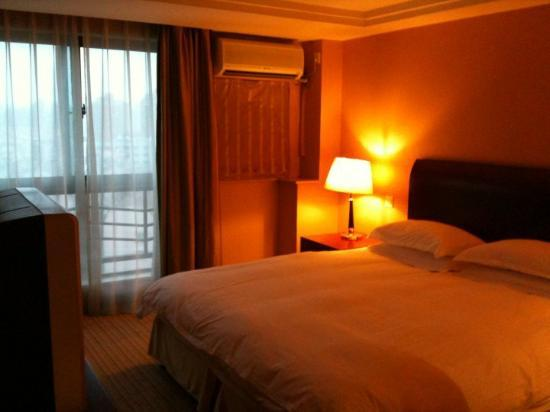Wanhe Yalong International Hotel Shanghai: Modern and Spacious Rooms