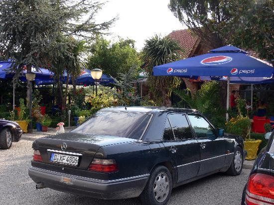 Hotel Verzaci : Small cafe in 100 meters from Verzaci hotel.