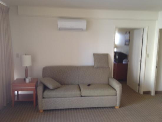 Aqua Waikiki Pearl: living room with great ac!